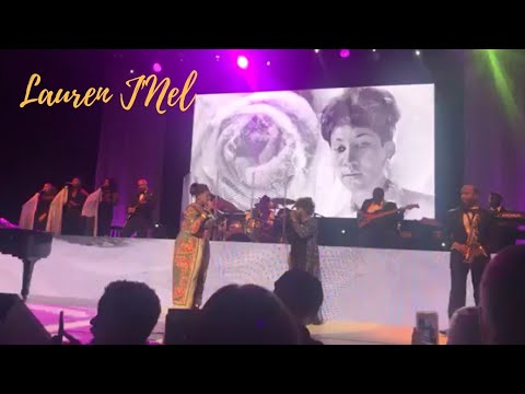 "Anita Baker Brings Kelly Price On Stage For Aretha Franklin Tribute & Sings ""Natural Woman"""